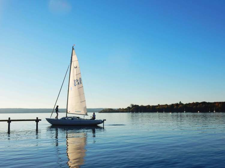 Lake_sailboat