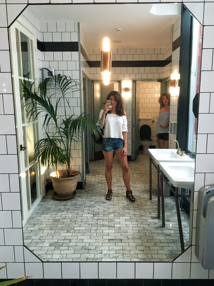 flax-and-kale-mirror-selfie