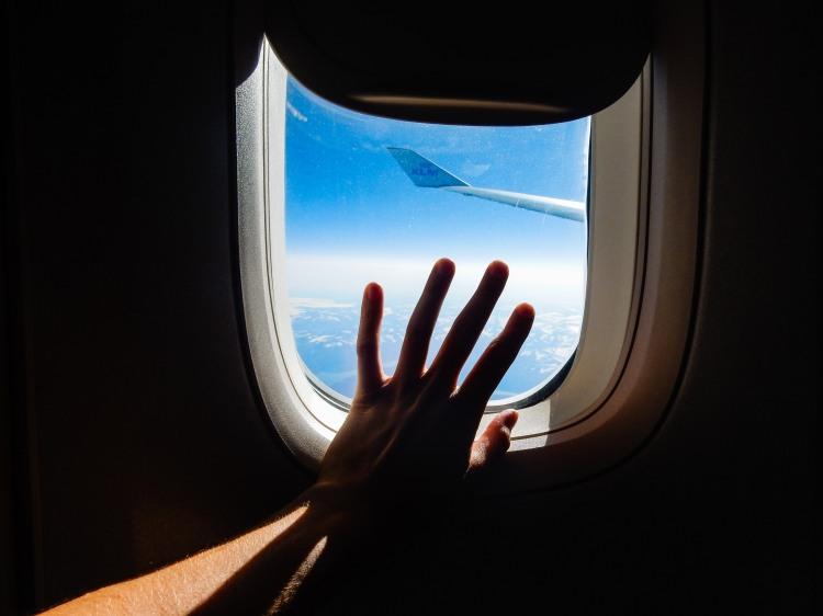plane_hand